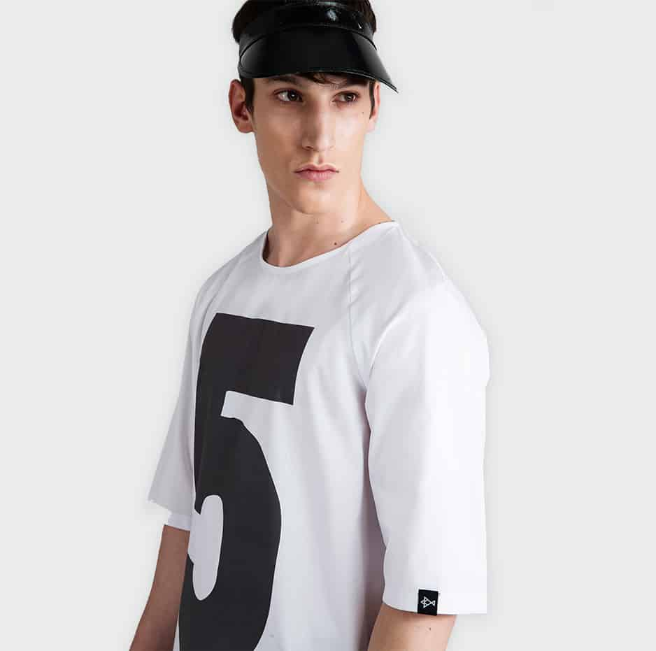 "T-shirt with printed number ""5"""