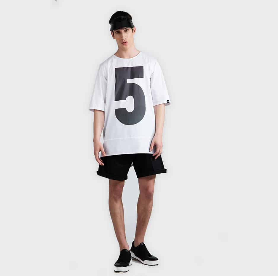 """T-shirt with printed number """"5"""""""