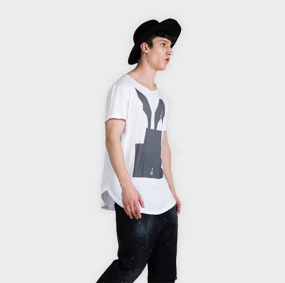 T-shirt with printed hat