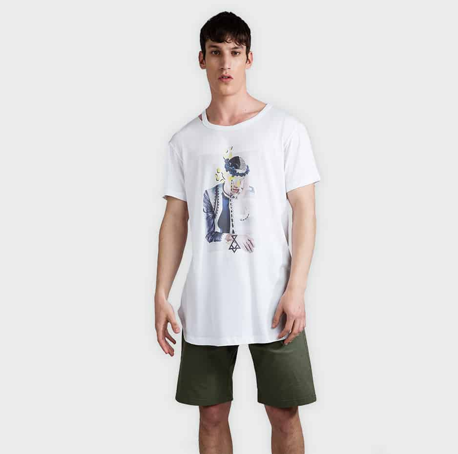 Printed t-shirt with cuts on neck