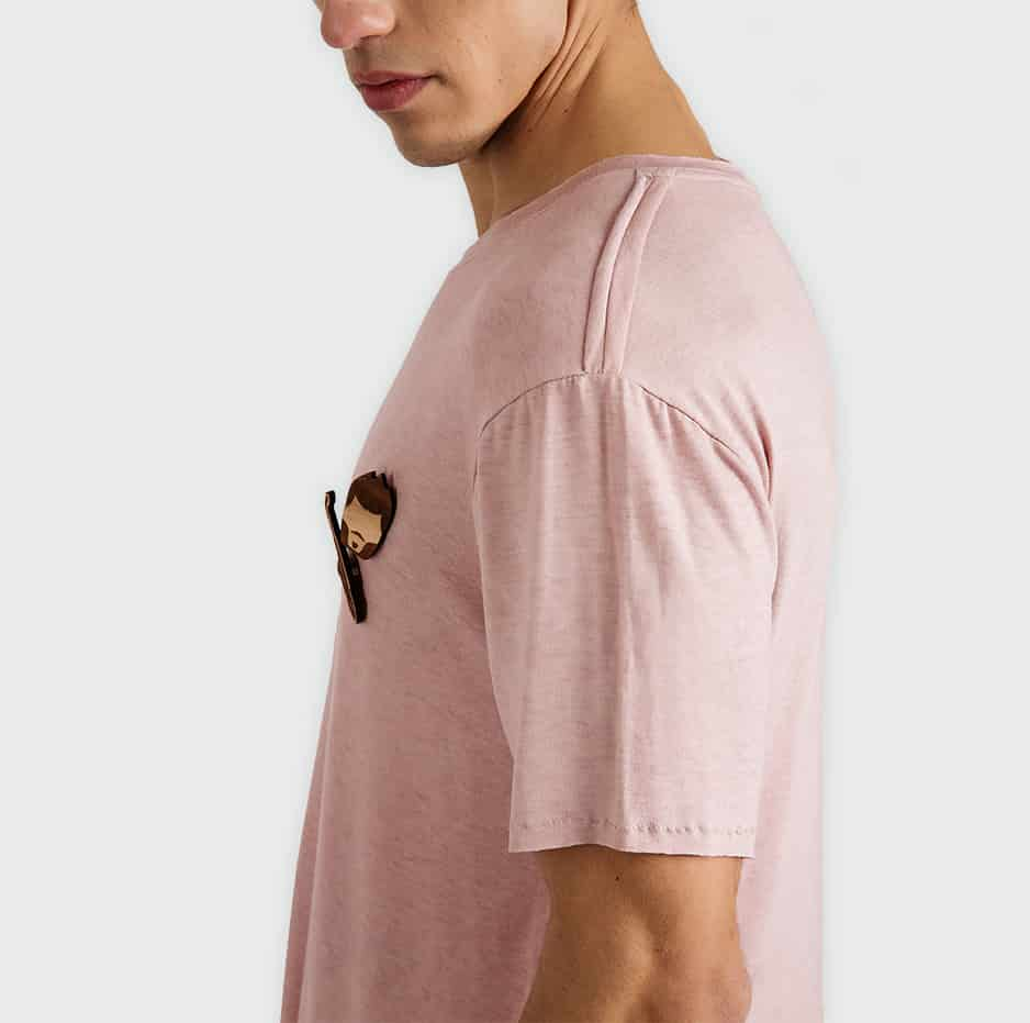 T-shirt with wooden accessories