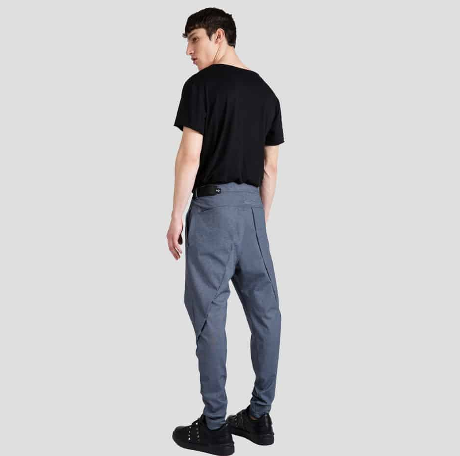 Pleated pants with belt