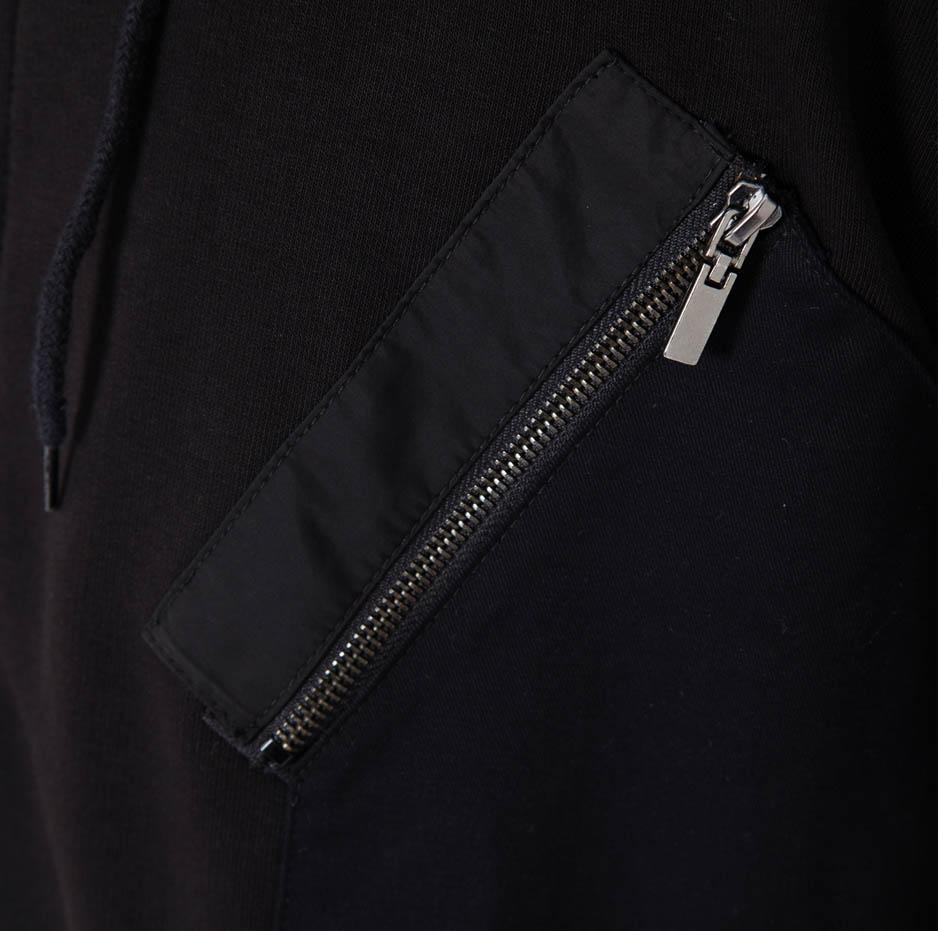 Black jacket with contrasting hood_pocket_zoom