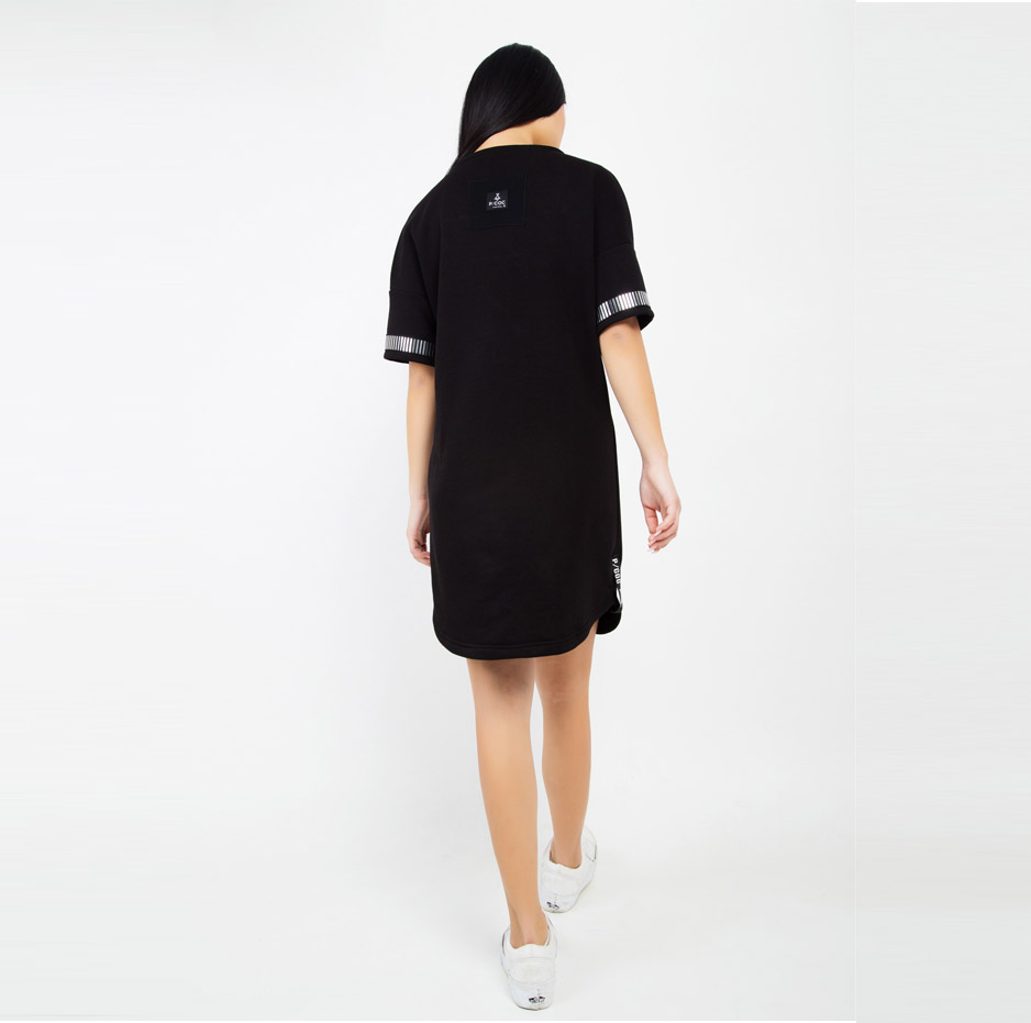 Black dress with details on sleeves_back