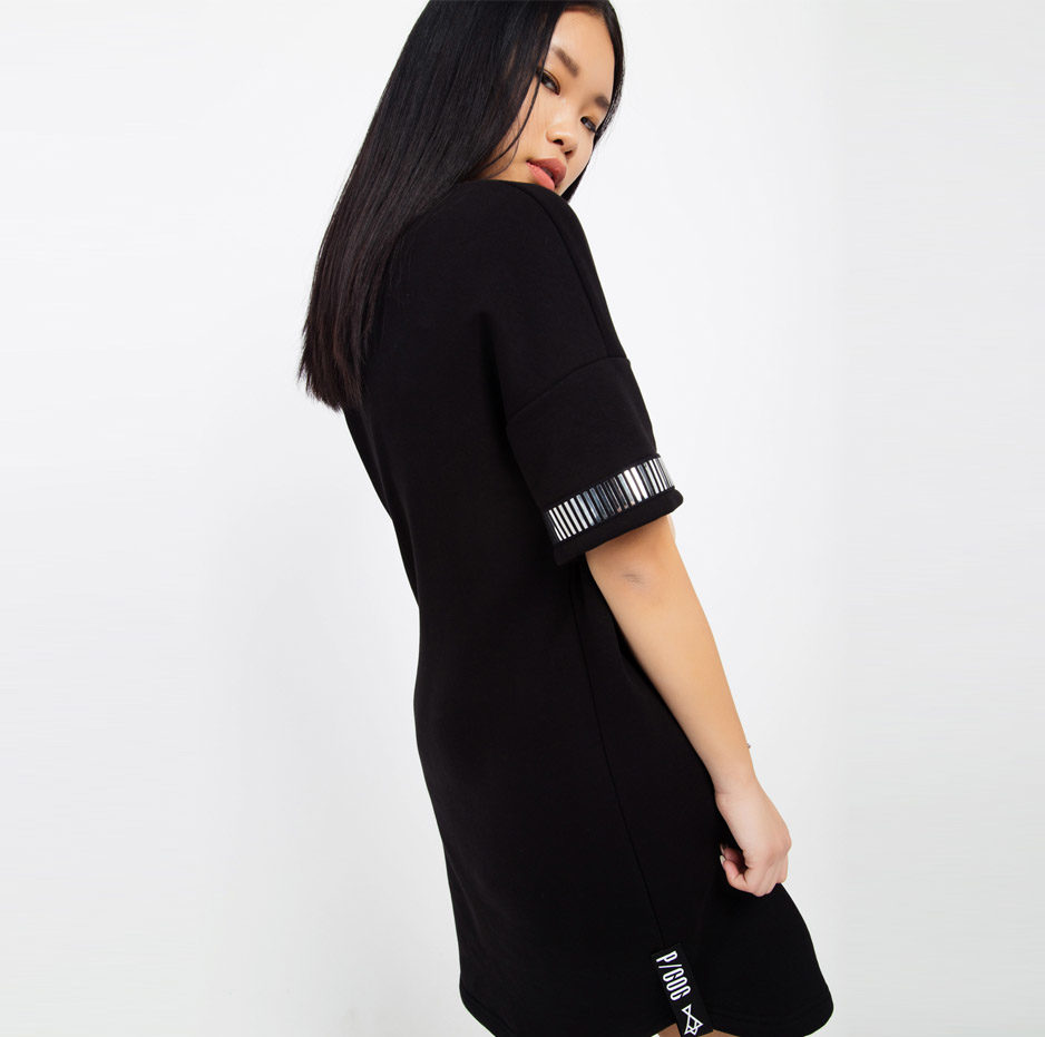 Black dress with details on sleeves_zide