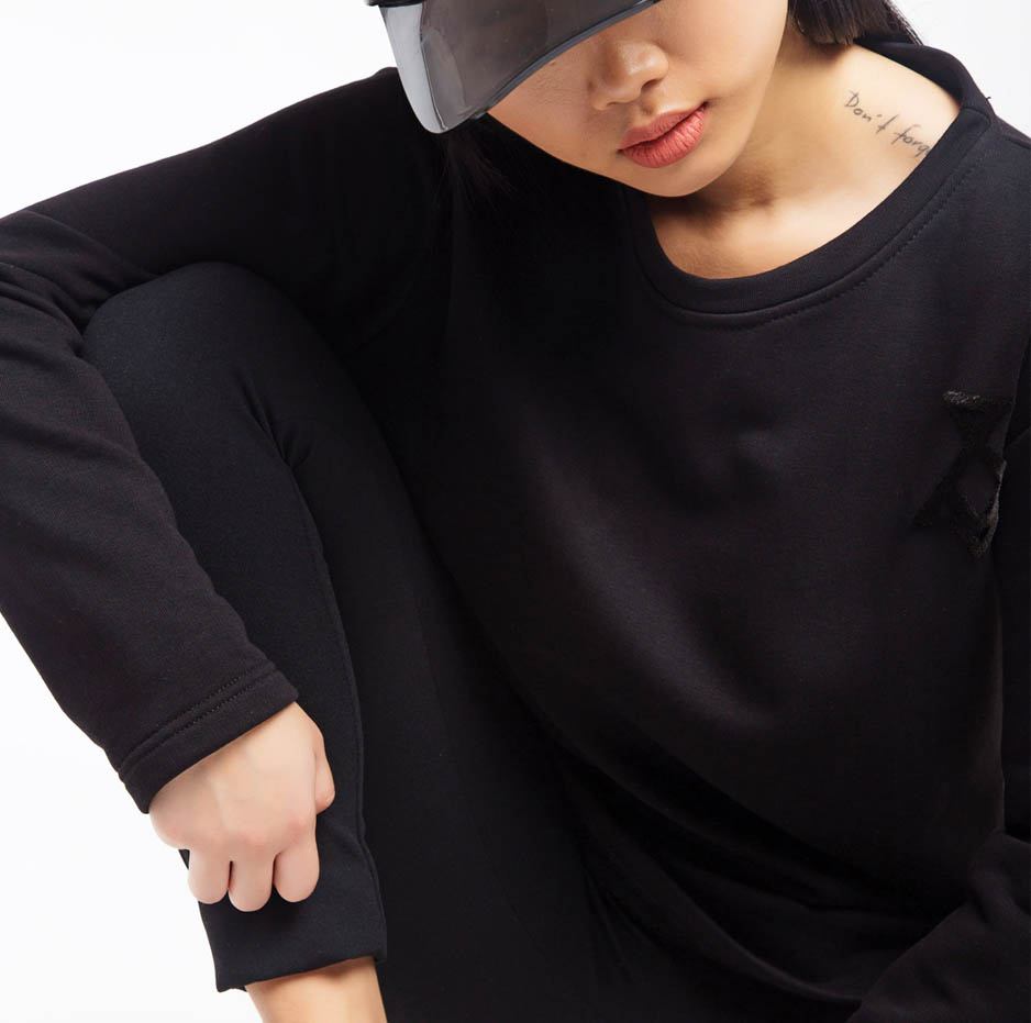 Black sweater with embroidery_zoom2