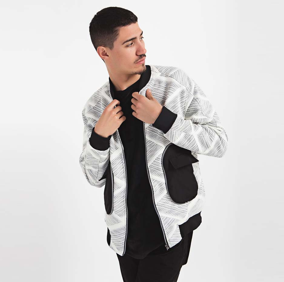 Bomber jacket with large pockets_thumbnail