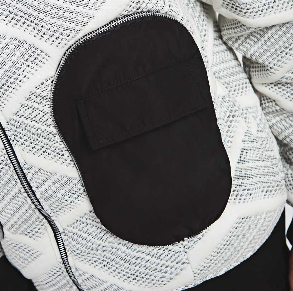 Bomber jacket with large pockets_zoom