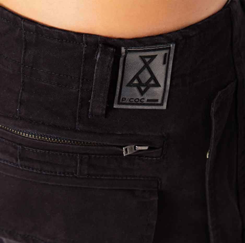 pants with ripped details_zoom