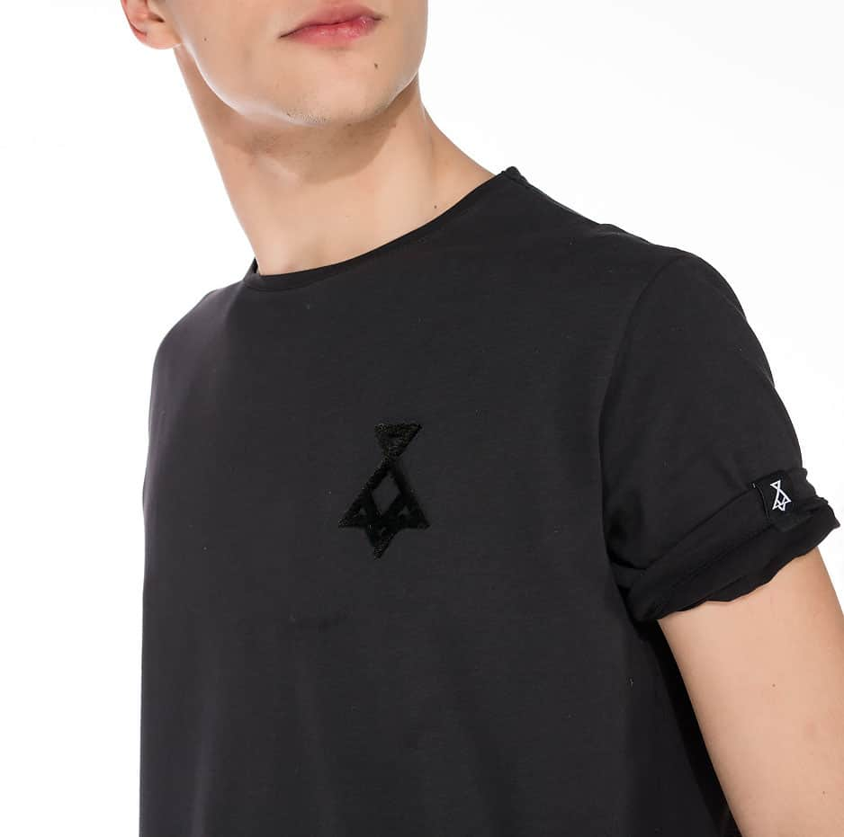 Black asymmetric t-shirt with P/COC logo in front