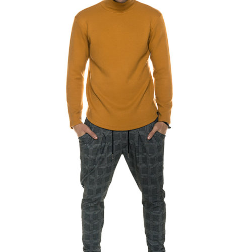 Camel knitted turtleneck