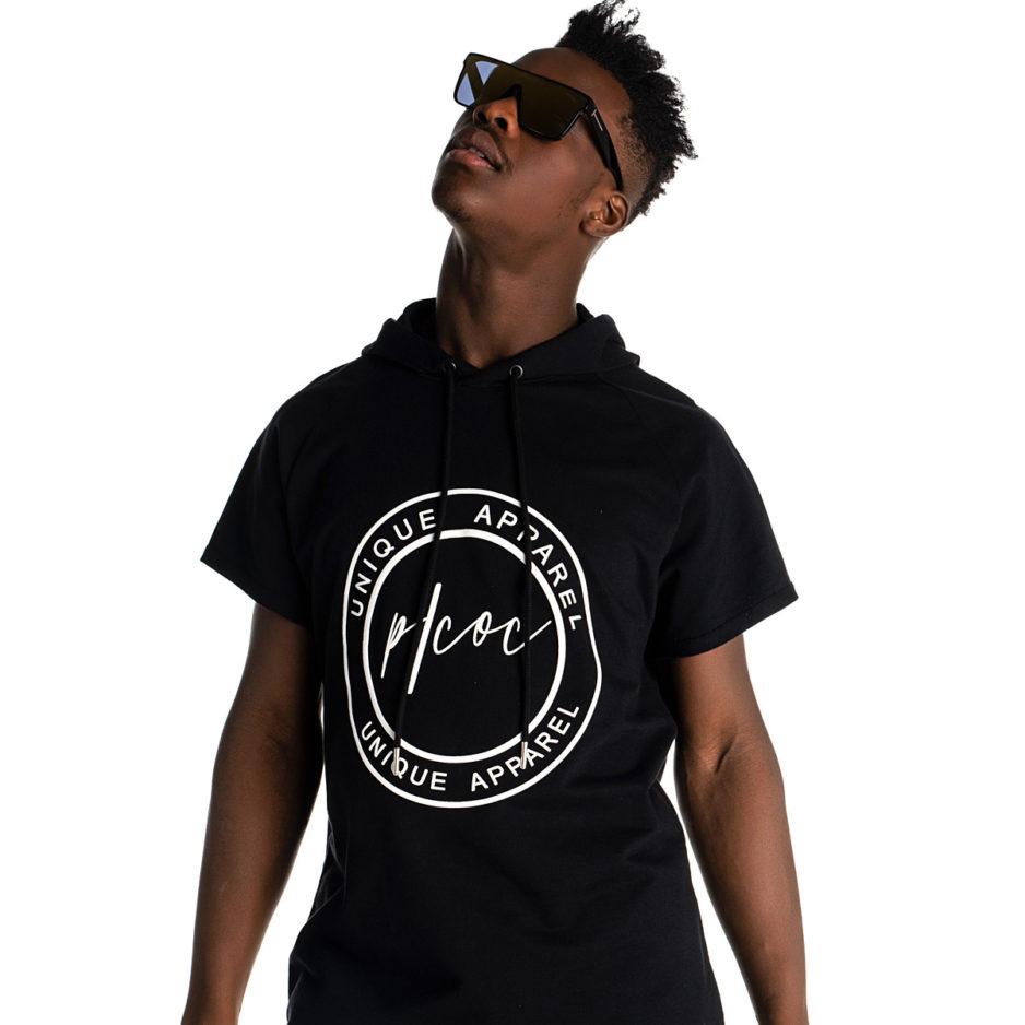 Μαύρο t-shirt με κουκούλα