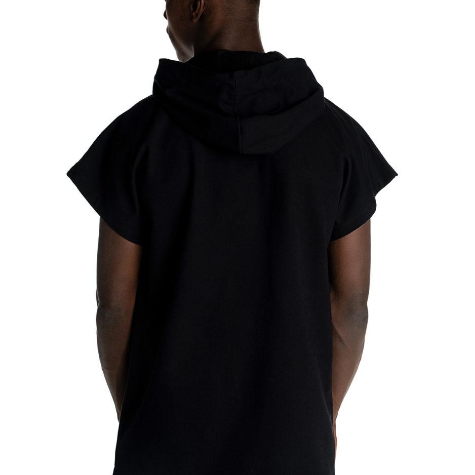 Μάυρο t-shirt με κουκούλα και reflective λεπτομέρειες